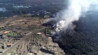 La Palma volcanic eruption shuts down airport