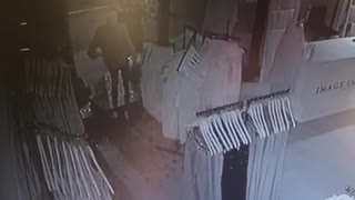 Robbers break into Supreme clothing store in Durban