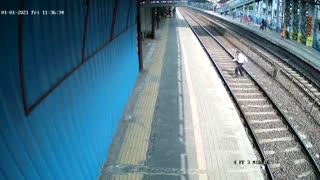 Cop saves man from coming under train at Mumbai railway station