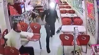 Vigilante sacó a correr ladrón que quería robar en panadería
