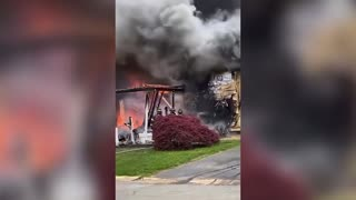 Woman sets occupied house on fire, watches it burn in a lawn chair out front