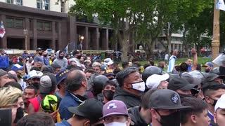 Una multitud espera para despedir a Maradona