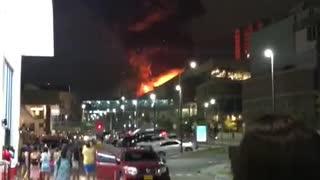 Fuerte incendio en centro comercial de Barranquilla