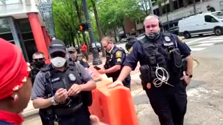 Dem VA State Senator Lucas orders police to stand down as BLM protestors destroy monument.