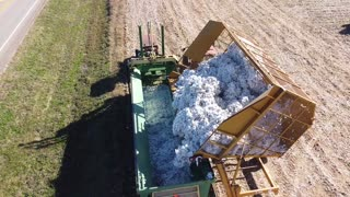 6 Row John Deere Cotton Picker with Boll Buggy and Module Builder