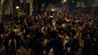 Aglomeraciones en Barcelona en la noche de San Juan