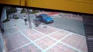En video quedaron registrados dos hurtos ocurridos este Sábado Santo en Bucaramanga