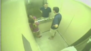 Girl with a quick reflex wins against a malfunctioning elevator