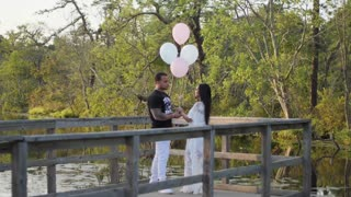Gender reveal turns into surprise marriage proposal