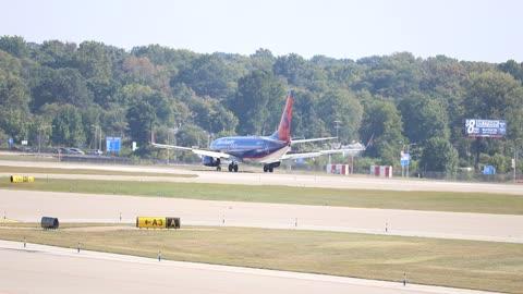 Sun Country Airlines Boeing 737-800 Landing at St. Louis Lambert Intl