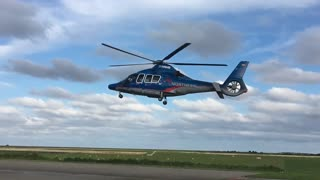 """Helicopter Incredibly Rises """"Without Moving"""" Its Rotor"""