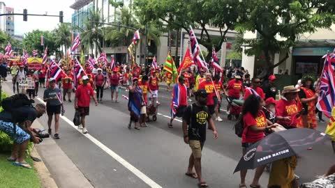 [RAW] Aloha Aina Unity March draws thousands to Waikiki