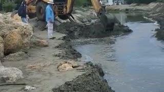 Obras en el Laguito con retroexcavadoras