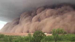 Massive Sand Storm Strolls Through Texas