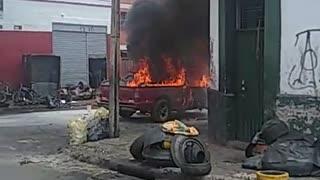 Camioneta se incendió esta tarde en Bucaramanga