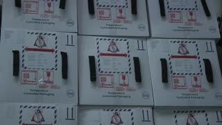 Instalación de seis ultracongeladores para vacunas contra la covid-19 en Colombia