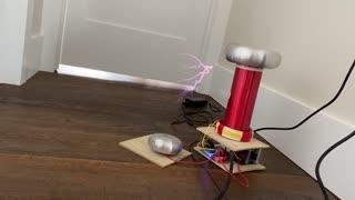 Mini Tesla Coil Playing Music