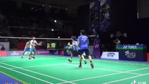 Amazing smash badminton