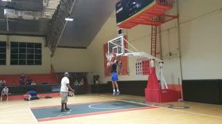 Jordan Clarkson dunking drills during gilas practice