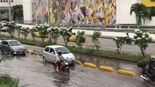 Video: Autopista a Floridablanca amaneció inundada en el sector de Cañaveral