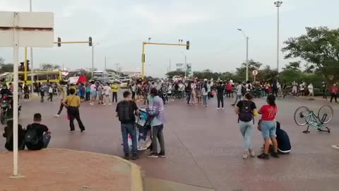 Estudiantes marchan en la avenida Pedro de Heredia