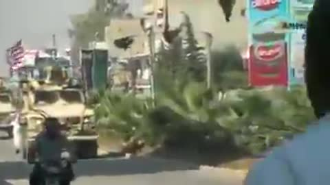 Dok se Amerikanci povlače, Kurdi ih gađaju krompirima