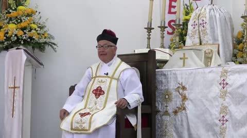 523 - El sacerdote existe para traer a Jesucristo Nuestro Señor a los altares.