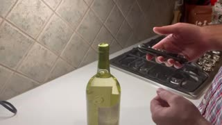 How to open a bottle of wine