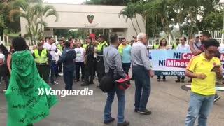Protesta frente al Club Campestre contra proyecto minero en Santurbán