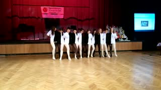 Dancing Students Perform Awesome Optical Illusion