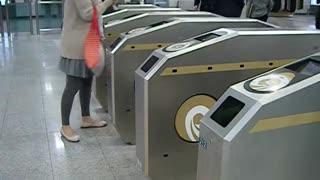South Korea, Seoul metro barrier chirps