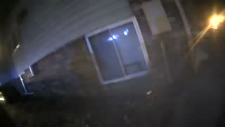 Officer catches children from window of burning building