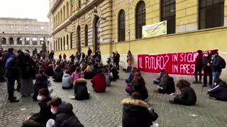 Students in Rome demand re-opening of schools