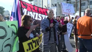 Israeli protesters call for Prime Minister Benjamin Netanyahu to face corruption charges