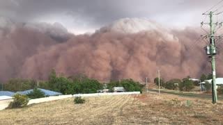 Dust Storm Descends on Parkes