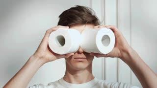 binoculars made of toilet paper
