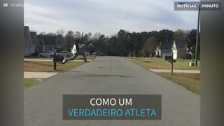 Homem faz salto impressionante sobre rua nos EUA