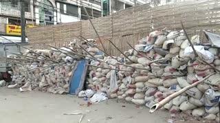 Yangon residents build complex barricades
