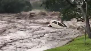 Flooding car swept away 😱😱😱