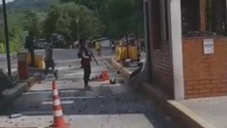 Desmanes en los peajes de Lebrija y Rionegro en el quinto día de protestas