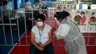 Las dudas con AstraZeneca siembran el miedo por la vacunación en América