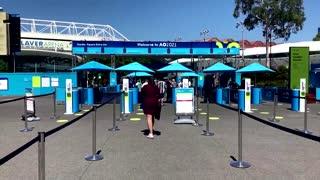 Spectators back at Australian Open after lockdown