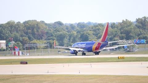 Southwest Airlines Boeing 737-800 landing at St. louis Lambert Intl Airport