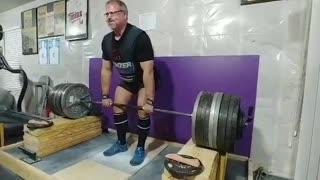 1005 lb 12 inch block pull attempt