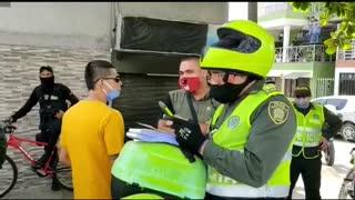 La Policía detuvo una caravana fúnebre que violaba el aislamiento en Girón