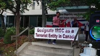 """Protestors chant """"Justin Trudeau shame shame shame!"""""""