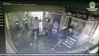 Video: Dos estaciones de Metrolínea fueron vandalizadas el domingo