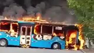 Incendian bus del MÍO en Cali en medio de los disturbios de este jueves