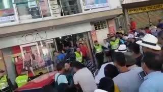 Vehículo fuera de control arrolló a dos personas durante 'show' en fiestas de Barbosa, Santander