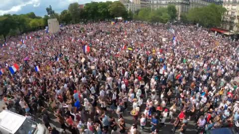 Massive crowds at protests in Paris